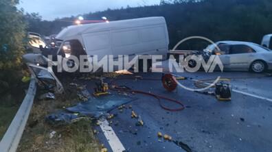 Тежка катастрофа затвори пътя София-Варна, има загинал