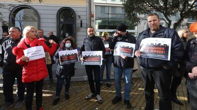 Туроператори излязоха на протест