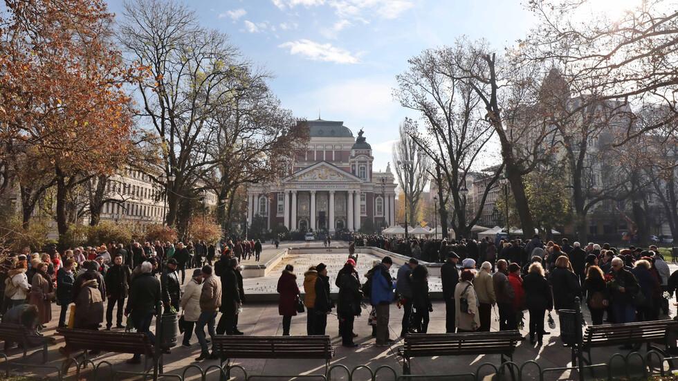 """Хиляди си взеха последно """"сбогом"""" със Стефан Данаилов"""