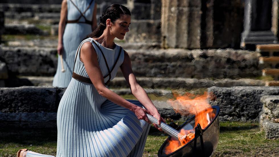 Запалване на Олимпийския огън в Гърция