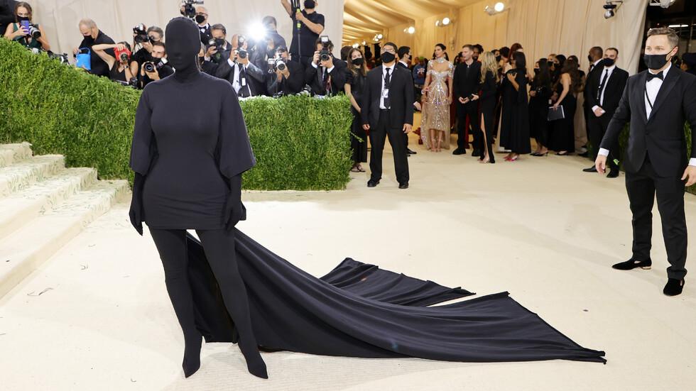 """Ким Кардашиян по време на една от най-атрактивните прояви в шоубизнеса - """"Мет Гала"""""""
