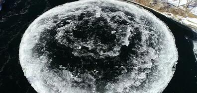 Да бягаш при -60 градуса благотворително и леден диск, приличащ на Луната, се появи в река
