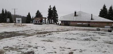 Първи сняг за годината падна по високите върхове