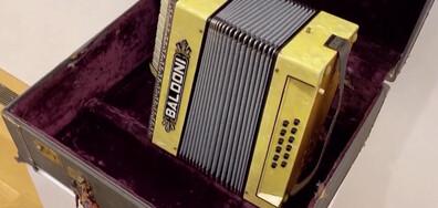 Тейлър Суифт, Брадли Купър и Доли Партън дариха китарите си за благотворителност