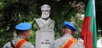 България се прекланя пред подвига на Ботев