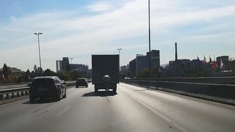 Колоездач със 80 км/ч по Цариградско шосе