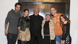 Талантите от X Factor посрещнаха Том Джоунс