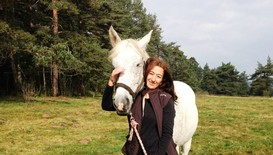 Център за конна терапия помага на деца със специални нужди