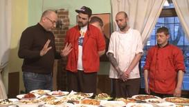"""Неприятели посрещат шеф Манчев в пицария, посветена на сериала """"Приятели"""""""