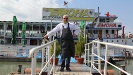 Шеф Манчев акостира в най-дълго плавалия по суша кораб